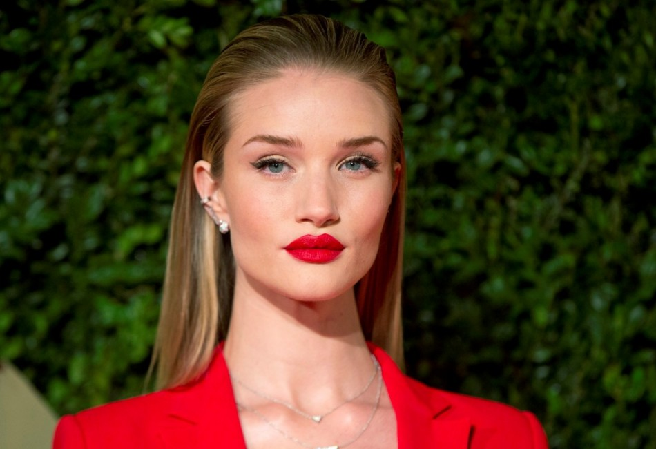 Model Rosie Huntington-Whiteley attends the British Fashion Awards in London December 2, 2013. (Photo: REUTERS/Neil Hall)
