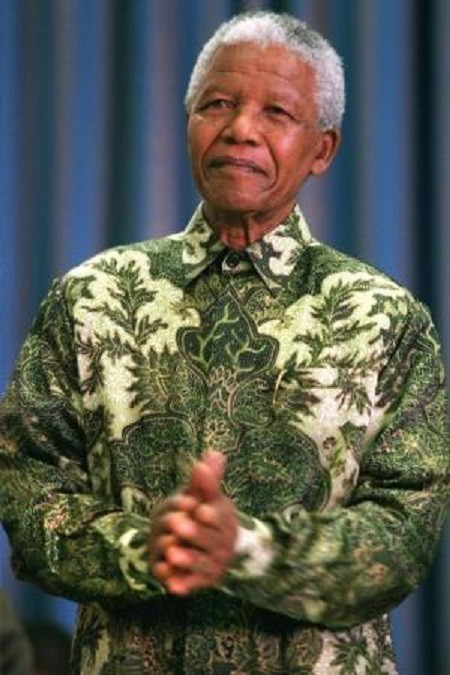 Nelson Mandela goes green in this shirt PIC: reuters
