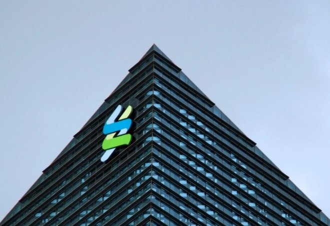 Standard Chartered Says 647 Wealthy Clients' Data Stolen in Singapore