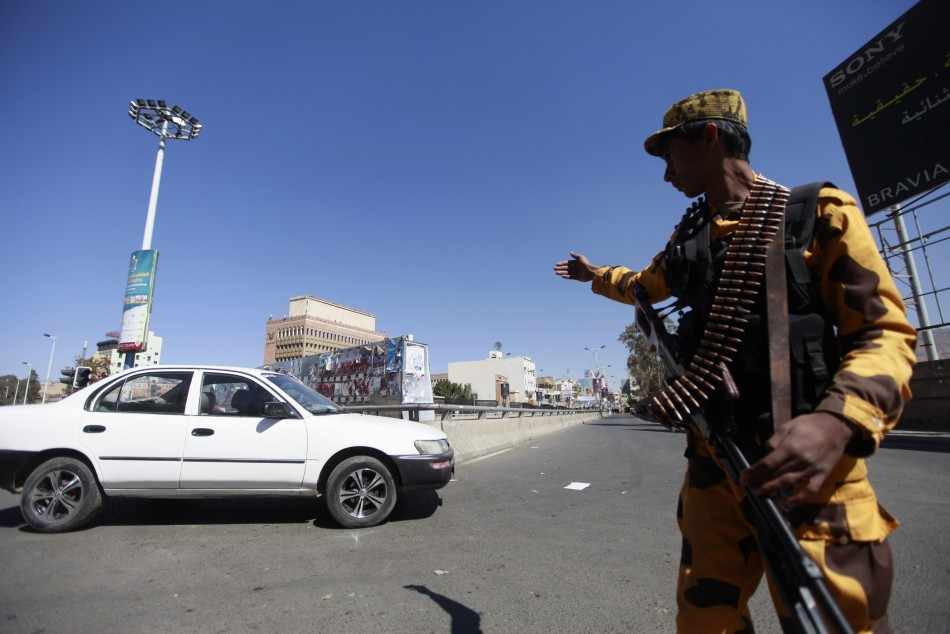Yemeni forces sweeping Sana'a over defence ministry attack