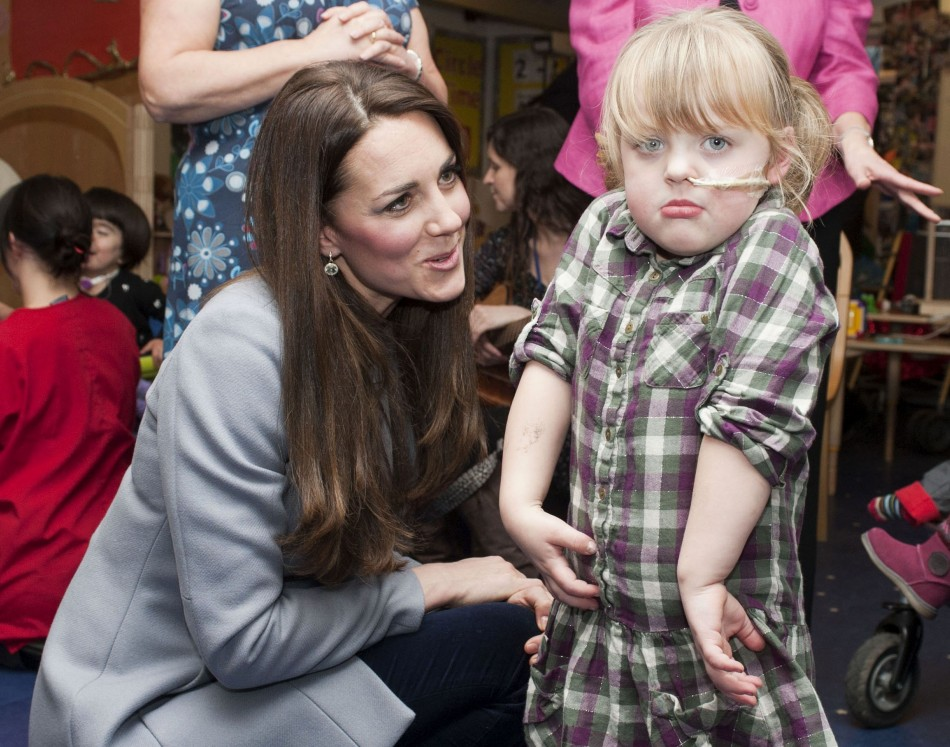 Kate Middleton meets children at Shooting Star House children's hospice in Hampton, Middlesex, December 6, 2013. (Photo: REUTERS/Bradley Page)