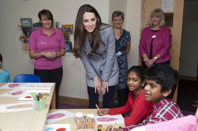 Kate also took part in an arts and crafts activity. (Photo: REUTERS/Bradley Page)