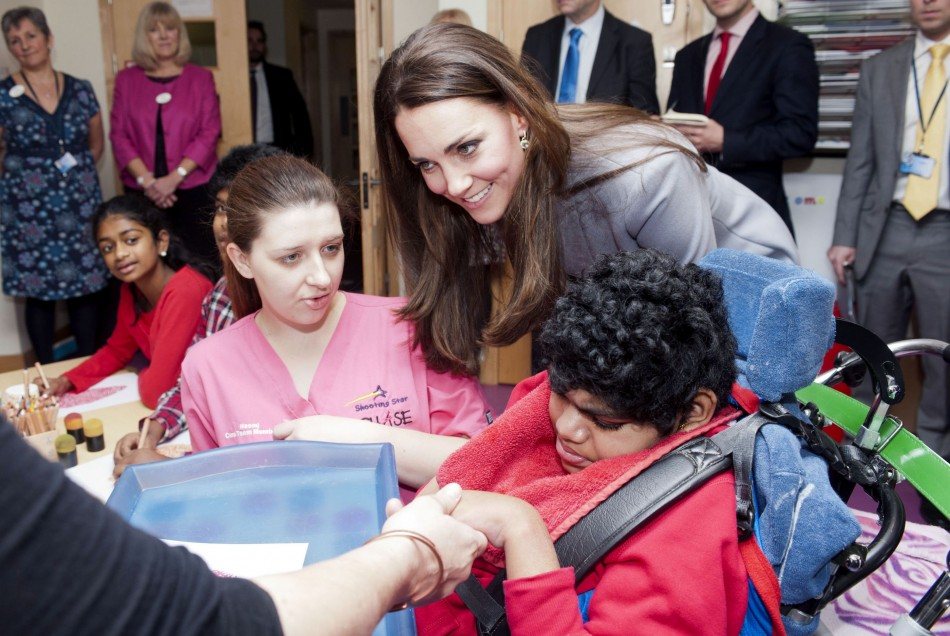 Kate endeared herself to children with her motherly warmth. (Photo: REUTERS/Bradley Page)