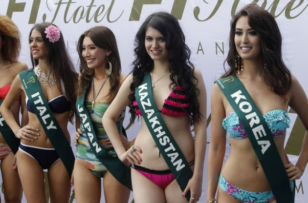 Miss Earth 2013 beauty contestants pose for a photographers during a media presentation at a hotel in Taguig city, metro Manila - Reuters.