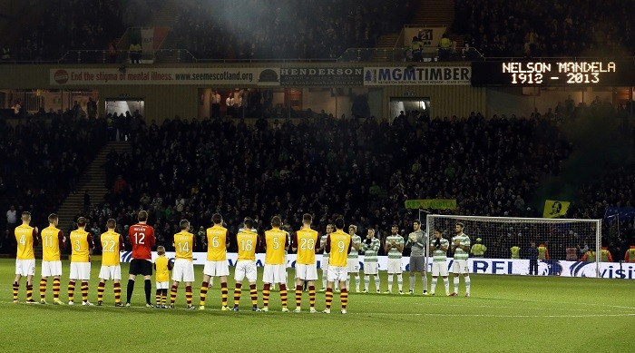 Motherwell and Celtic players take part in a minute's applause in honour of Nelson Mandela before their Scottish Premier League football match at Fir Park Stadium. (Reuters)