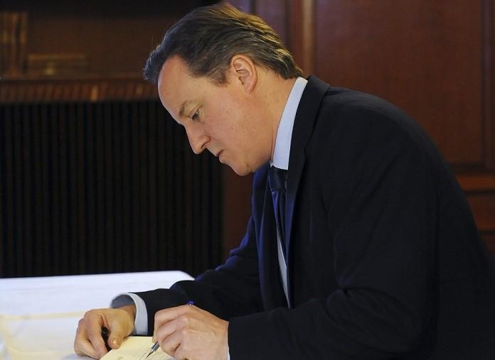 David Cameron signs Mandela book of remembrance