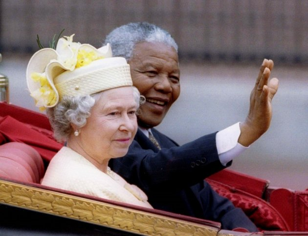 The Queen and Nelson mandela during his state visit to the UK in 1996.