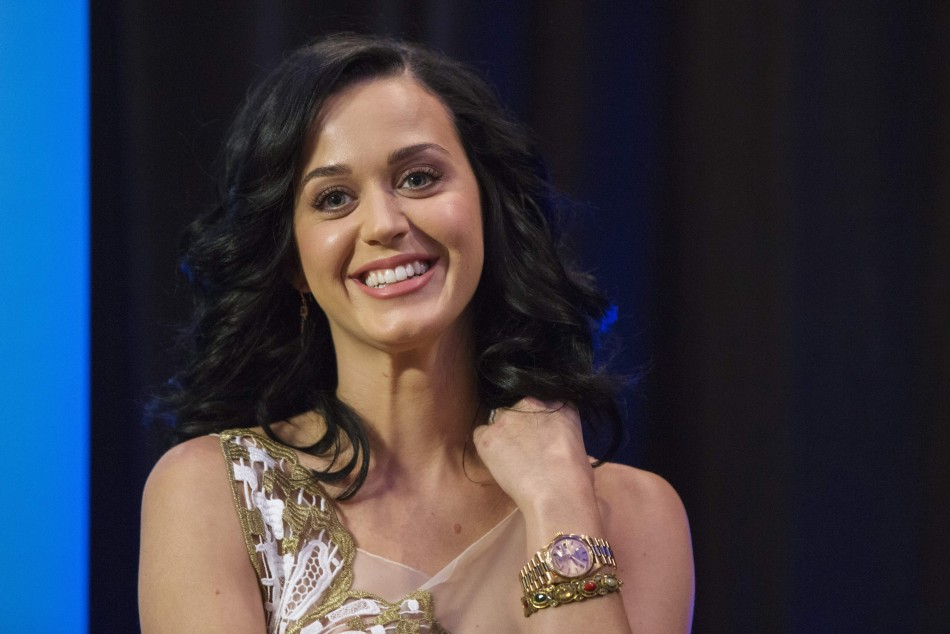 Katy Perry Wants to Discuss Aliens With the President