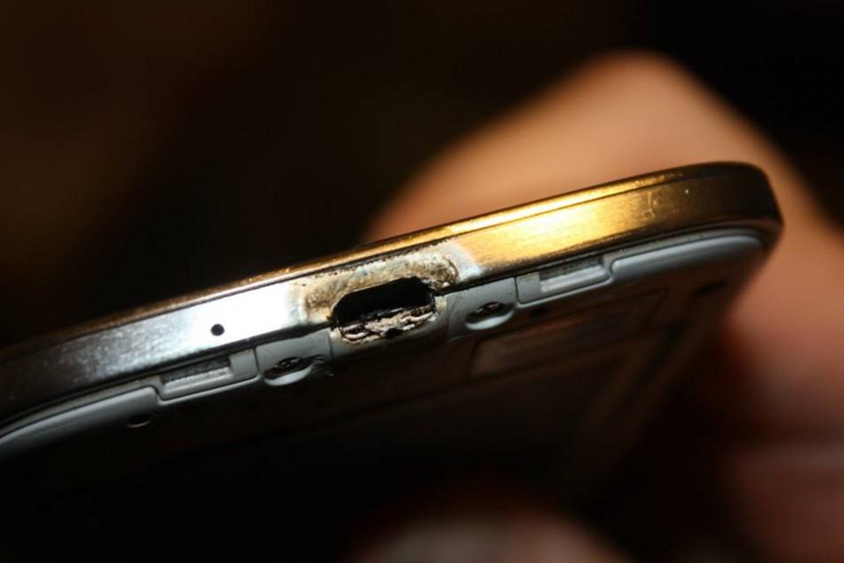 Samsung Galaxy S4 CAtches Fire