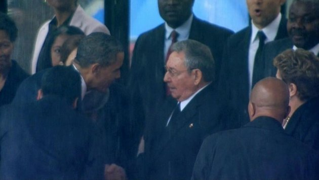 Obama shook hands with Raul Castro before kissing Brazil president Dilma Rousseff
