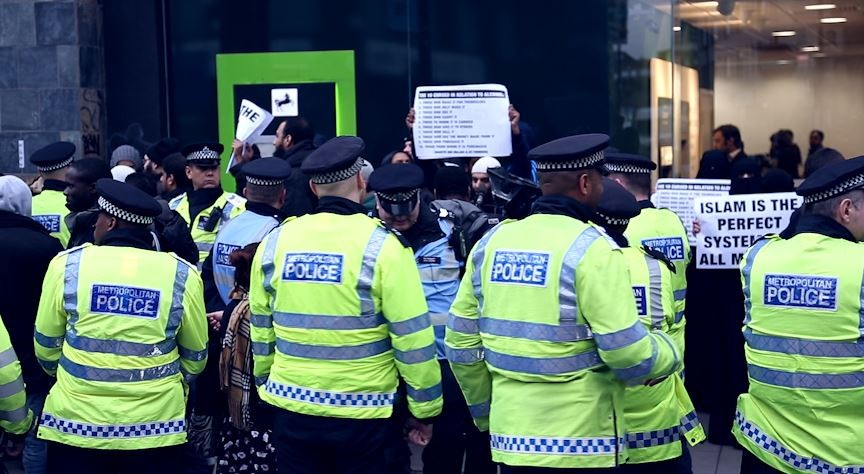 The Shariah Project protest against alcohol in Brick Lane was outnumbered by police PIC: IBTimes.co.uk