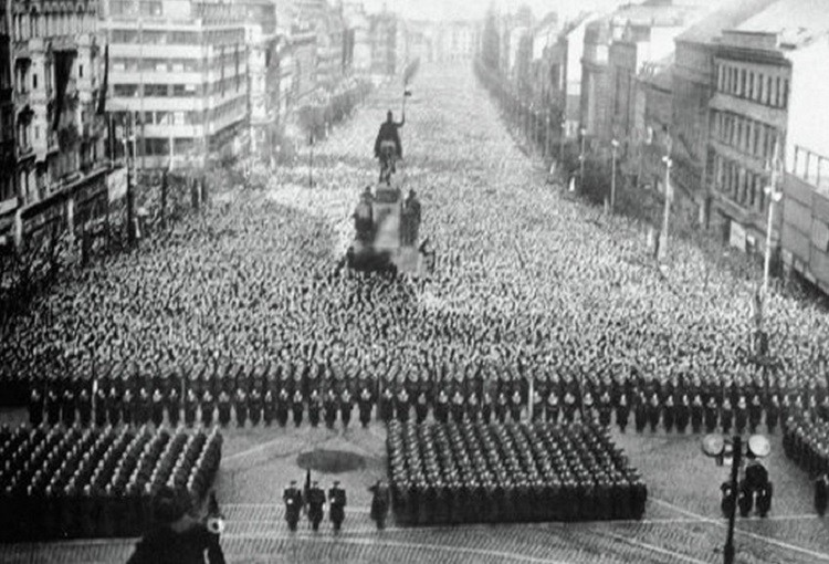 Many mourners were crushed to death as 4 million comrades gathered
