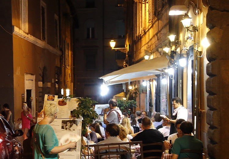 Mafia launders £2.4bn into Rome's Restaurants (Reuters picture)