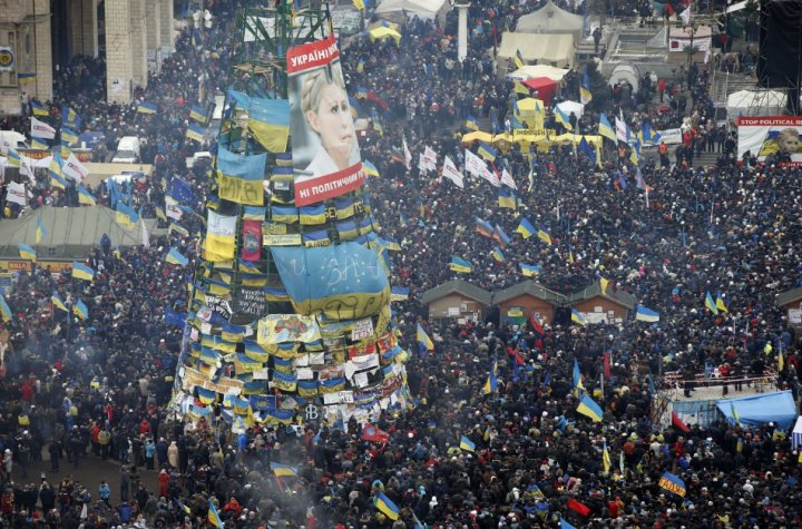 200,000 anti-government protesters gathered in Kiev's main square