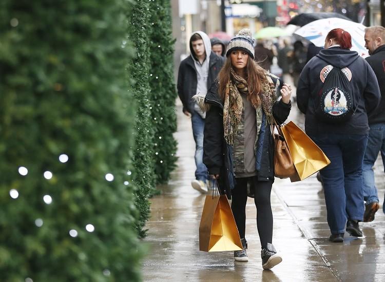 Christmas shopping UK
