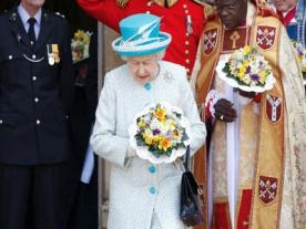 Queen Attends Maundy Thursday Church Service
