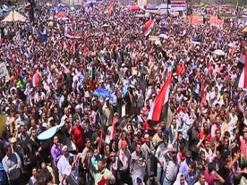 Cairo's Tahrir Square filled with praying protesters