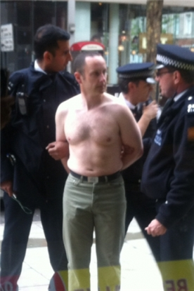 Hostage over in Central London as Police arrest man