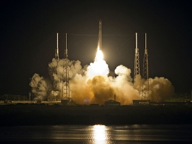 Spacex become first private company to launch craft to space station