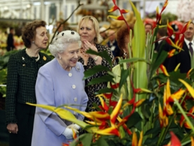 Queen attends Chelsea Flower show