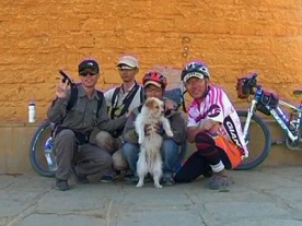 Cute Stray dog runs 1300 miles beside Chinese Cyclists