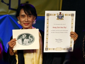 Aung Sang Suu Kyi spends her birthday in Britain