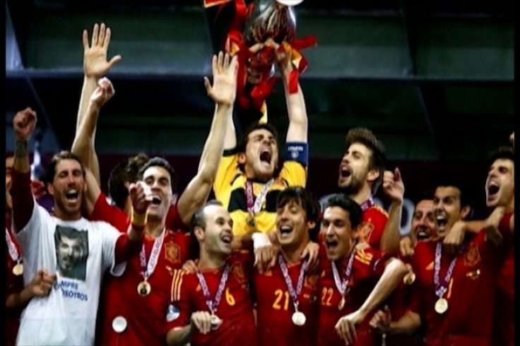 Football Roundup: Spain win Euro 2012, Chelsea and Liverpool after Victor Moses, Villas-Boas to be named Spurs Manager