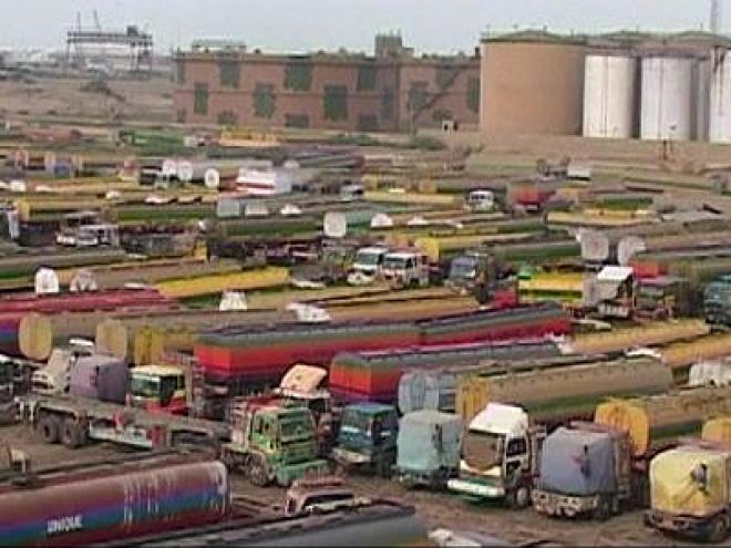 NATO convoys resume through Pakistan to Afghanistan