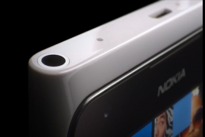 Tech Roundup: Nokia slashes phone sales, Microsoft sells MSNBC, Symantec explain Blue Screen of Death
