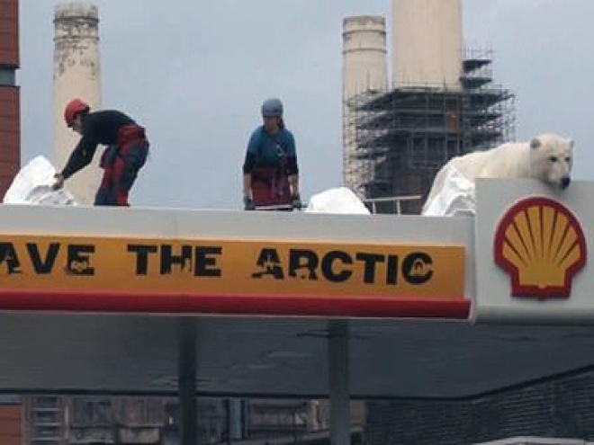 Greenpeace targets Shell pumps
