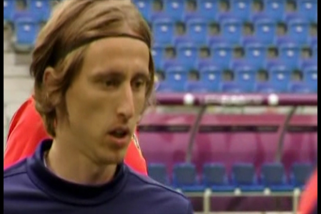 Football Roundup: Spurs furious with Modric, Fergie hunting more signings, Mancini chasing after Van Persie