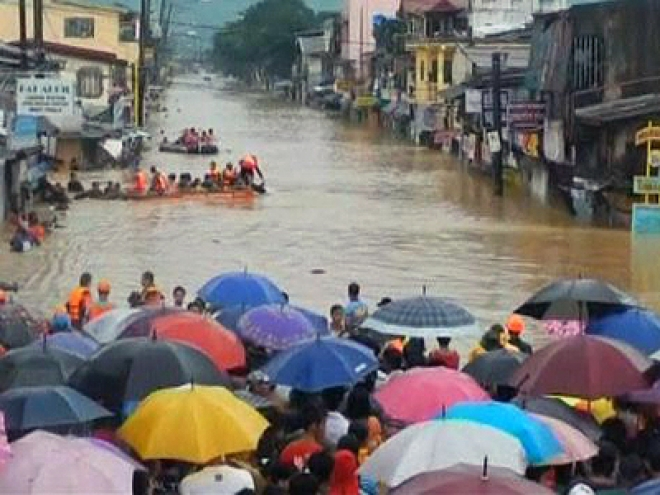 Philippine Capital Paralysed by Floods
