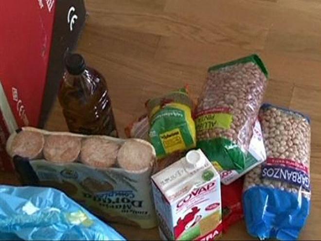 Poor People in Robin Hood style Supermarket Raids