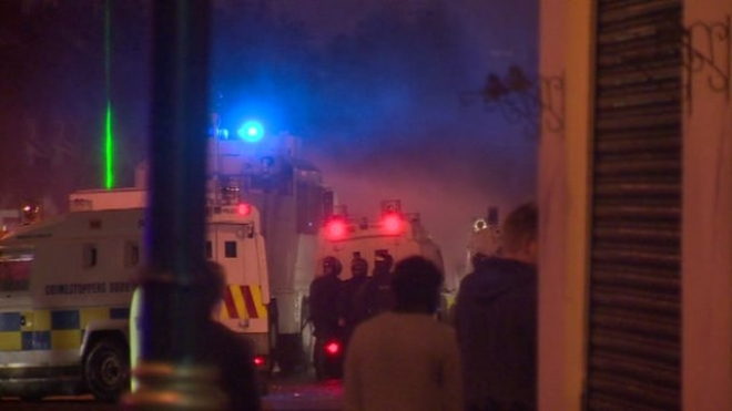15 Police Officers attacked by Loyalists in Belfast
