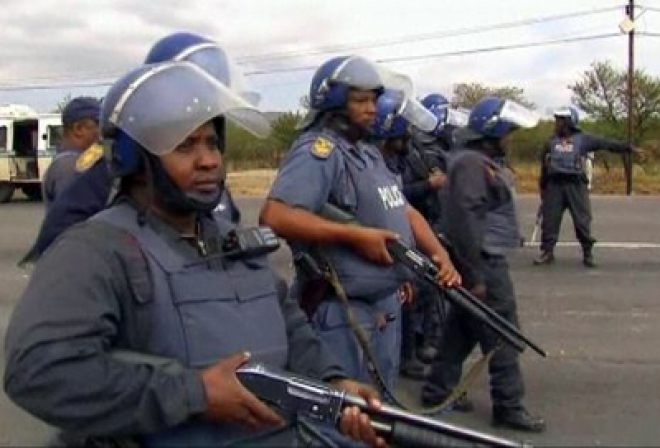 South Africa police fire at Marikana mine protesters