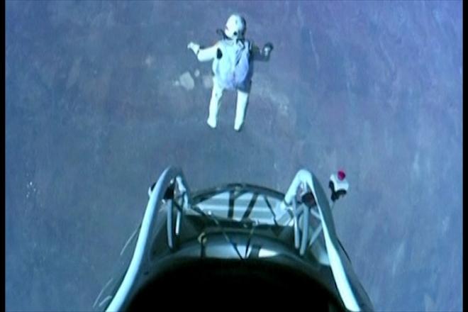 Skydiver Felix Baumgartner breaks sound barrier