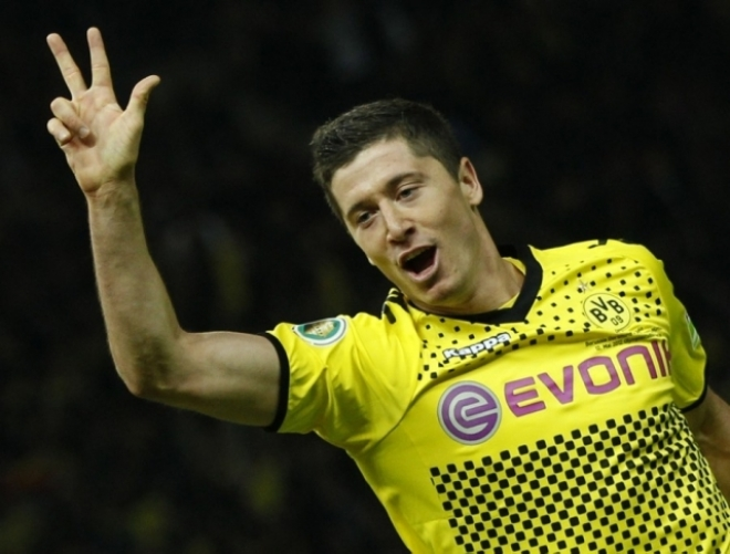 Lewandowski dismisses English interest