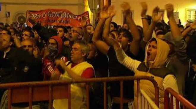 Thousands protest in Portugal over 2013 budget