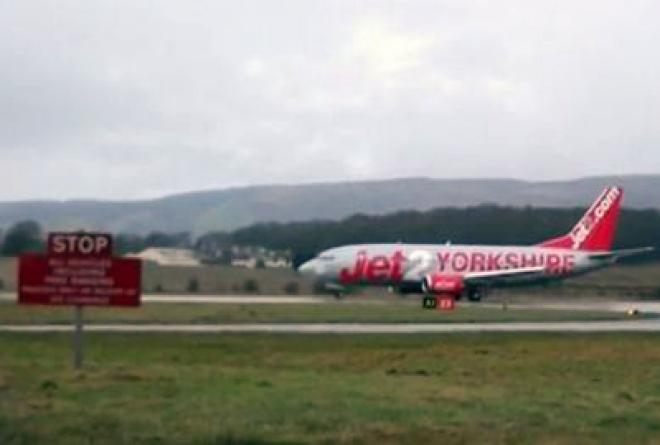 Emergency Evacuation Glasgow Boeing 737 flight: 17 injured