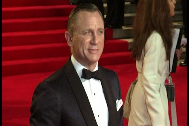 James Bond steals the show at Skyfall premiere
