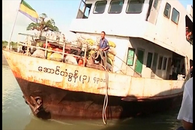 Myanmar: 100 missing after boat capsizes