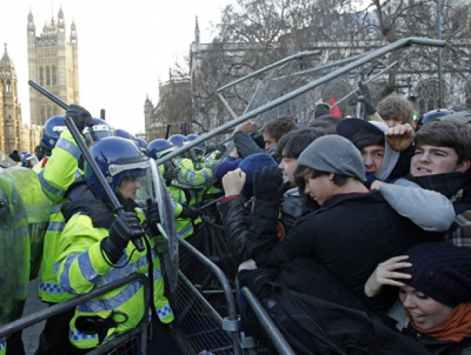 10,000 students protest in London over rising cost of education