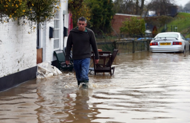 Flooding: 500 homes evacuated in North Wales
