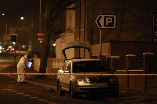 Northern Ireland: Petrol bomb thrown in police car