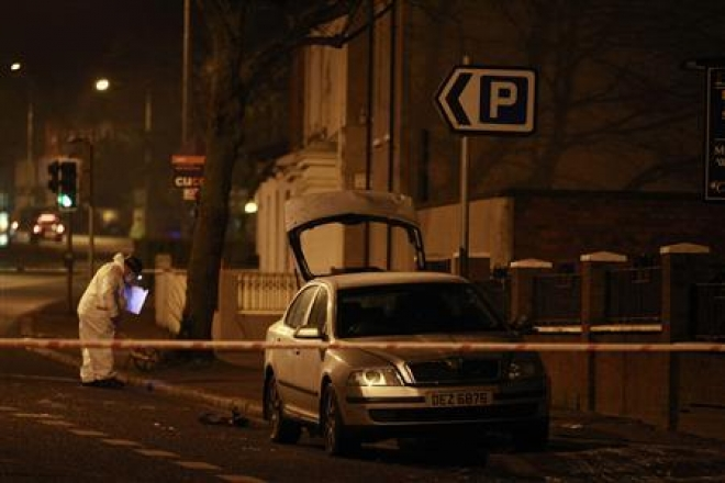 Northern Ireland: Petrol bomb thrown in police car