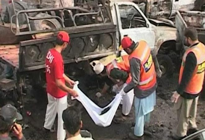 Pakistan bomb attack kills at least 17