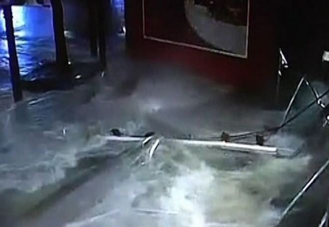 Aquarium explodes in Shanghai shopping centre