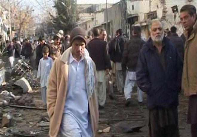 Pakistani residents mourn Quetta bomb blast victims