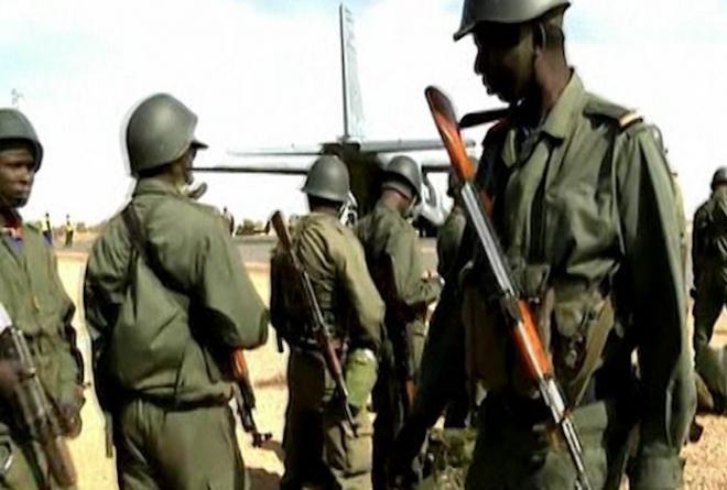 French-led Mali troops surround Timbuktu