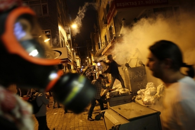 Anti-Erdogan Protests Engulf Istanbul